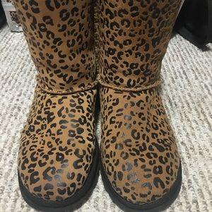 UGG Shoes - Bow cheetah print uggs